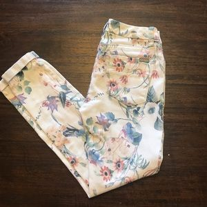 Floral/white cuffed ankle jeans